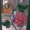明るくて可愛いいデザインの幼稚園の門扉の部分