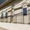 建築のデザインとして設えられたフェンス