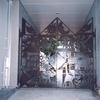建物開口部のロートアイアンの内部門扉