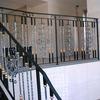真鍮の捩じり棒を配したロートアイアンによる階段の装飾手摺③