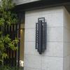 ロートアイアンの玄関の壁面照明器具