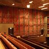 歌舞伎劇場内の松葉のデザインによるロートアイアンのオーナメント壁面(音響障害を排した)②