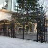 府中競馬場の正面門扉/本格的なヨーロッパ宮殿風の門扉