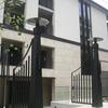 マンションの個性的なデザインの門扉②