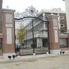 学校の正門の大型門扉②