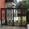 ガーデンに通じる門扉