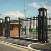 大学の正門の門扉①