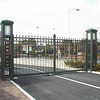 大学の正門の門扉②