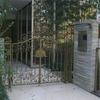 建物のアプローチに配慮してデザインされた門扉⑧
