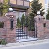 シンプルなデザインのロートアイアンの住宅の門扉②