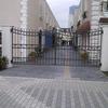 施設のロートアイアンの門扉②