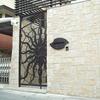 ロートアイアンのシンボリックな玄関門扉①