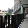 渡り廊下、ベランダ部も統一したデザインで表現①