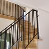 直線的なデザインで纏めたロートアイアンの階段手摺⑤