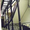 ロートアイアンで纏めたガラスのキャノピーと半外部の装飾階段②