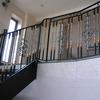 真鍮の捩じり棒を配したロートアイアンによる階段の装飾手摺②