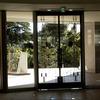 ロートアイアンを組み込んだガラス入り扉①