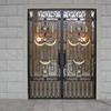 豪華なロートアイアンの玄関扉①