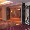 ホテルロビー周りのロートアイアンのパテーションとゲート③