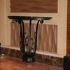 ロートアイアンの壁付けテーブル