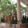 ロートアイアンによる壮大な式場ドームのアーチ状の装飾エレメント①