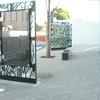 ロートアイアンと色ガラスによるパテーション風のストリートモニュメント②