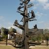 大型のモニュメント、生命の系統樹(耐候性鋼使用)①